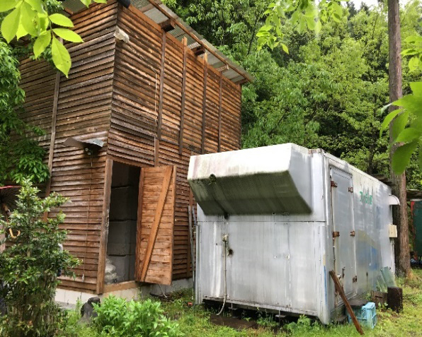 温泉タンク小屋と温泉熱を利用した乾燥室
