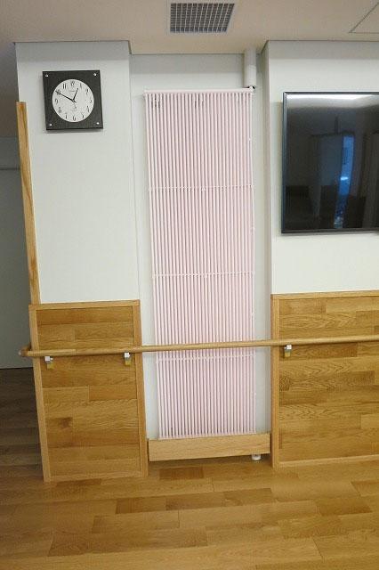 クール暖パネルが壁の中にうまく収まっています