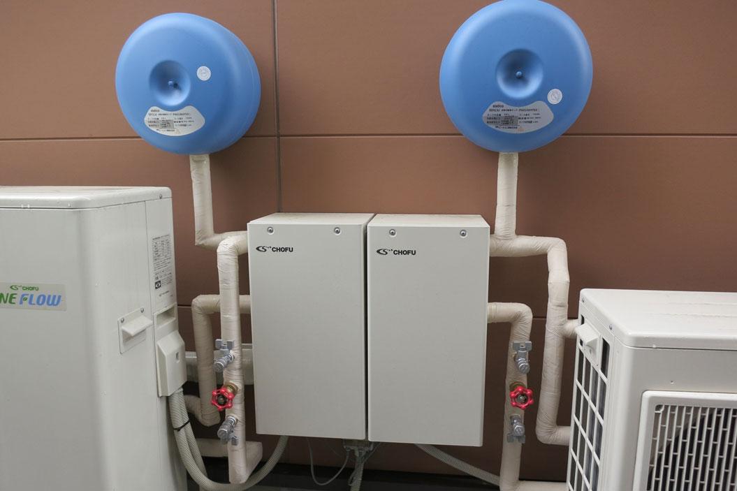 冷温水熱源機2台設置
