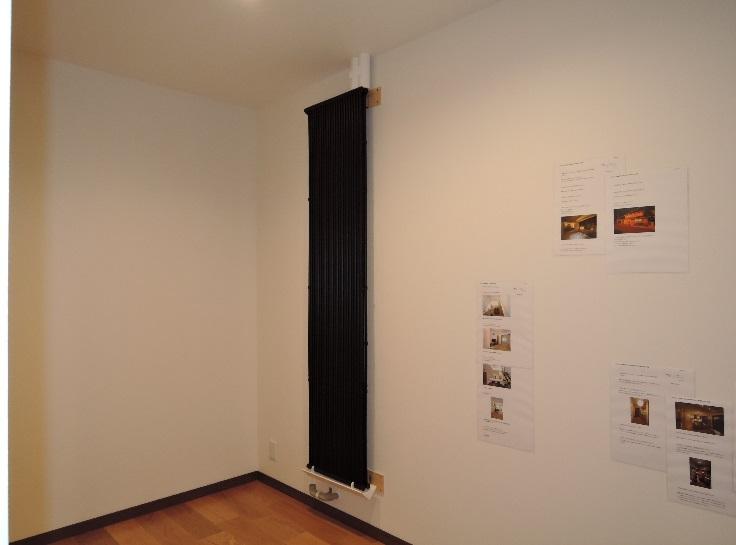 玄関に黒パネルを設置