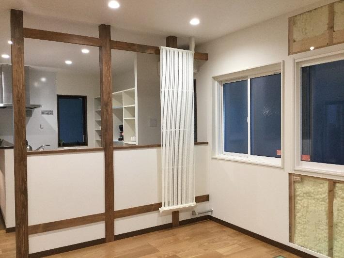 自然な雰囲気でふく射空調クール暖パネルが設置されています